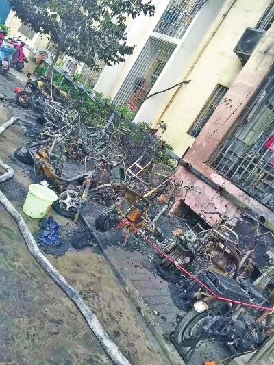 飞线充电火灾现 郑州一小区30辆电动被烧成铁架子