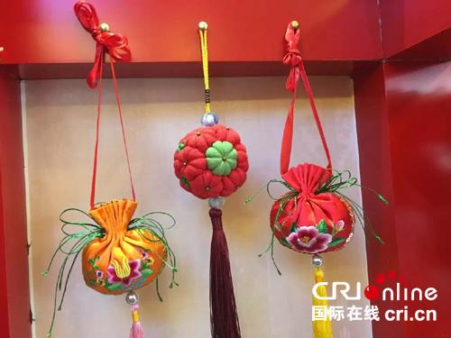 庆阳小香包做成大产业 针线活里巧致富(图)
