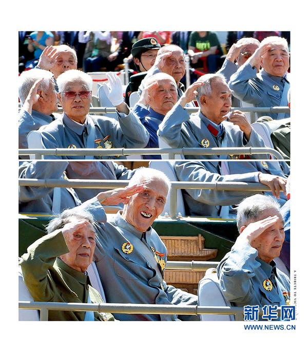 .3 阅兵参阅抗战老兵赠送 向胜利致敬 大型画册