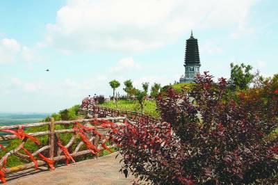 滚动新闻 > 正文  文峰塔景区 为全面展示滦县旅游的独特魅力,充分