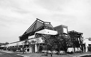 程泰宁设计的浙江美术馆于2005年开始动工,将建筑风格融入周边环境。