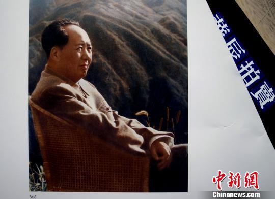 江青于1961年拍摄的毛泽东在庐山坐像