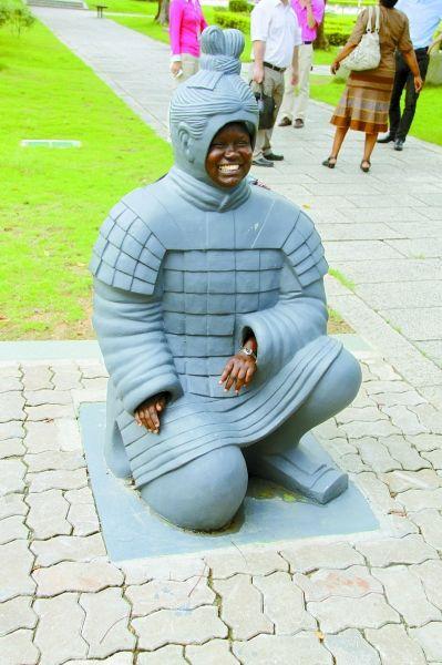 乌干达代表纳奥姆变身兵马俑