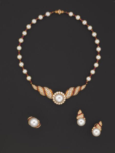 养殖珍珠,钻石及红宝石项链,戒指及耳环套装
