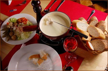 冬日暖食中西合璧 吃着火锅喝着洋酒
