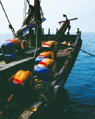 出船前的祭海。