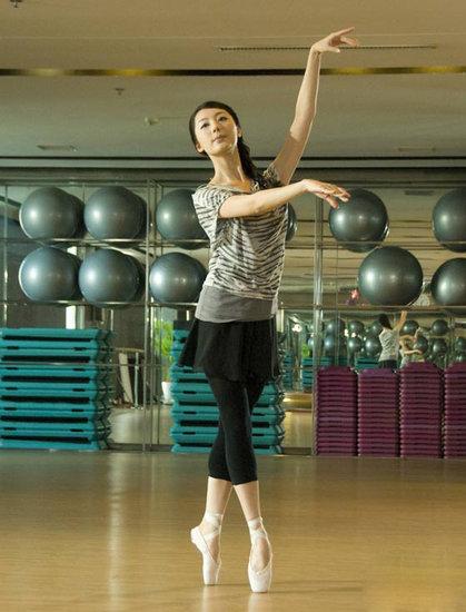 毕业于中国传媒大学播音与主持专业的苗洛依同时她也获得了北京舞蹈图片