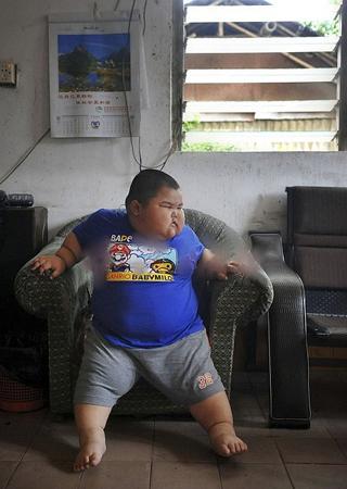 揭秘3岁120斤小胖的烦恼生活(组图)