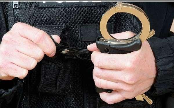 美国6岁女孩在学校顽皮捣乱 竟被戴上手铐送警局