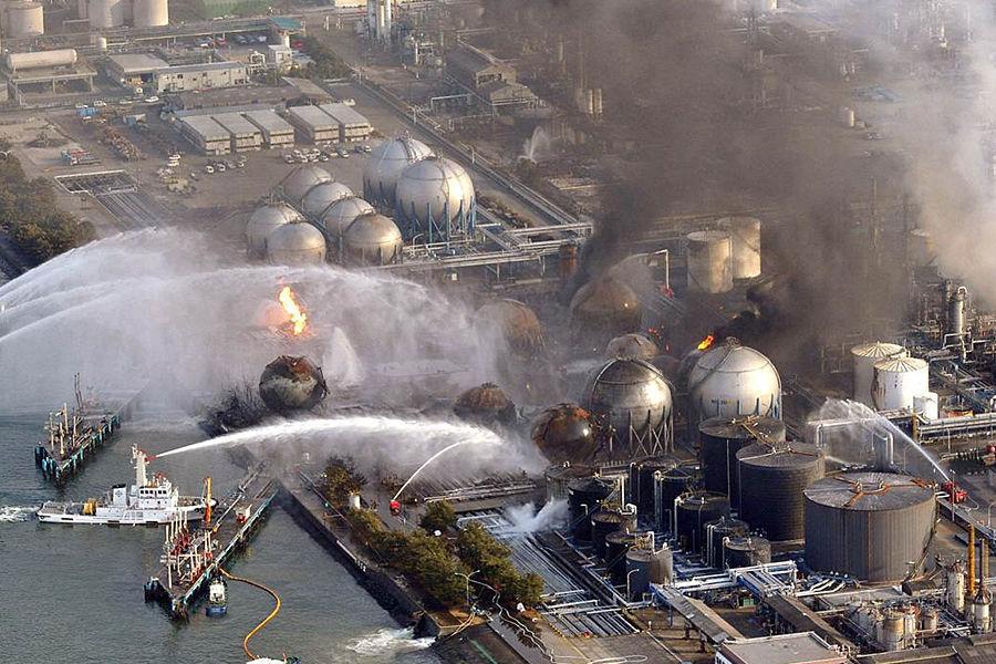 2011年3月11日,日本9.0级大地震引发的海啸导致世界最大的核电站——福岛核电站辐射泄漏,这是自切尔诺贝利核事件后最大的一次核污染事故,评级为最高级别7级。福岛核电站燃料多于切尔诺贝利,反应堆含高毒性钚,更具危害性。