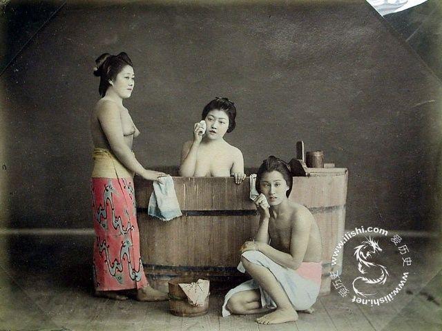 百年前日本艺伎彩照 袒胸露乳春光无限 - 雷石梦 - 雷石梦(观新闻)