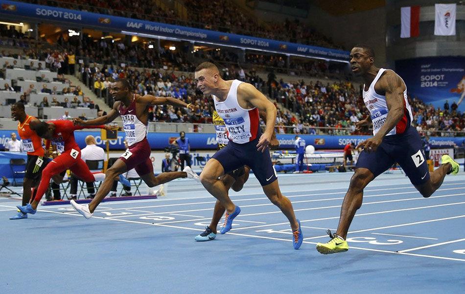 北京时间3月9日凌晨4点05分,在波兰索波特举行的2014年室内世界田径锦标赛结束了男子60米争夺,中国选手苏炳添不负众望,以6秒52的出色成绩打破了自己保持的6秒55的全国纪录,并以0.003秒之差遗憾获得第四名,这是中国短跑选手在世界大赛平跑项目上创造的最好成绩。英国选手基尔蒂以6秒49获得冠军。