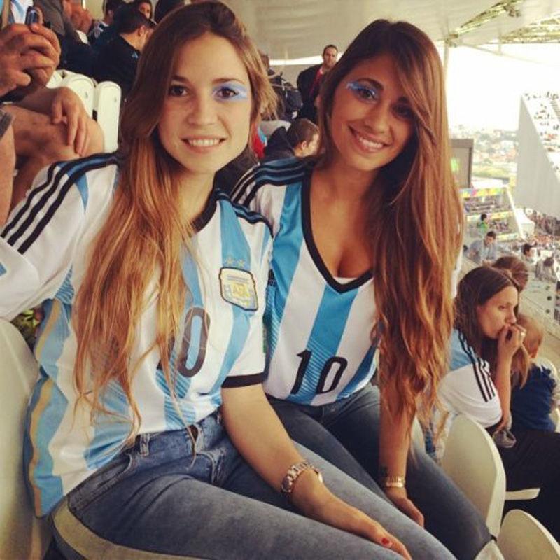 2014年7月9日,巴西圣保罗竞技场,2014巴西世界杯半决赛,阿根廷点球胜荷兰。梅西女友安东内拉现身观战。