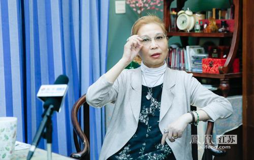 """江苏省国画院副院长胡宁娜做客凤凰江苏""""对话·名家风骨""""栏目。"""