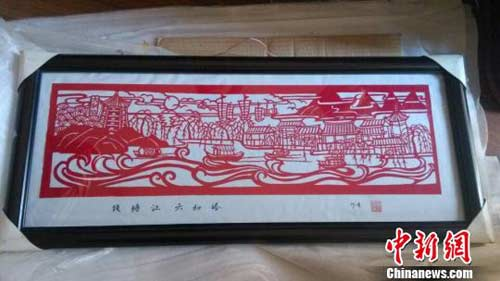 老人的剪纸作品.徐丹/摄-杭州七旬老人剪出大运河 用剪刀记录风景20