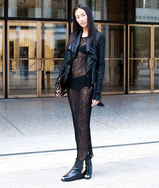 街拍美女大尺度透视装 时尚频道