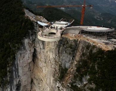 重庆建世界第一玻璃廊桥 悬挑于千米高空