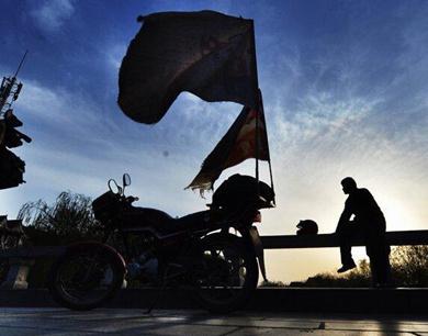 山东一男子18年骑行40万公里寻子 摩托车骑坏10辆