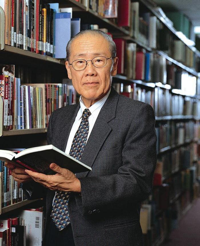 说法太夸张、失实;香港大学前校长、现任新加坡国立大学教授、东