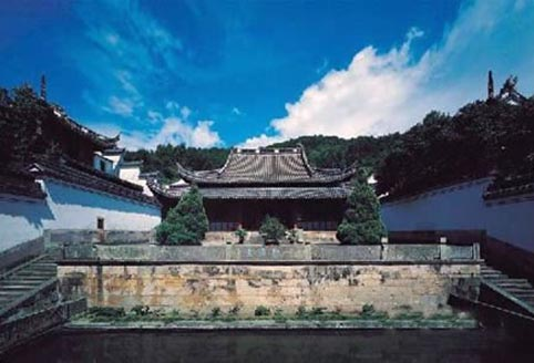 地理中国:探秘经台风而不倒的神秘古寺