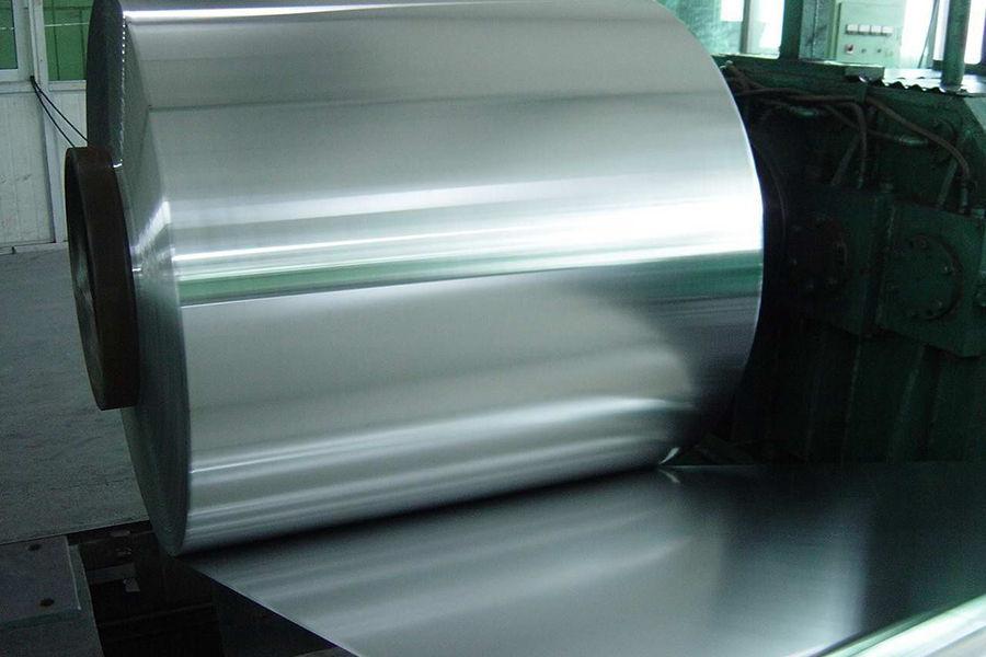 雷军的确没说错,极强的防锈、耐腐蚀性能,又有极佳的可塑性和韧性,方便冲压成型……这些确实是奥氏体不锈钢的特点,但也几乎是所有不锈钢的基本特性。304不锈钢是一种很常见的不锈钢,业内也叫做18/8不锈钢。这个18/8是按照成分来说的,18%的铬,8%的镍。