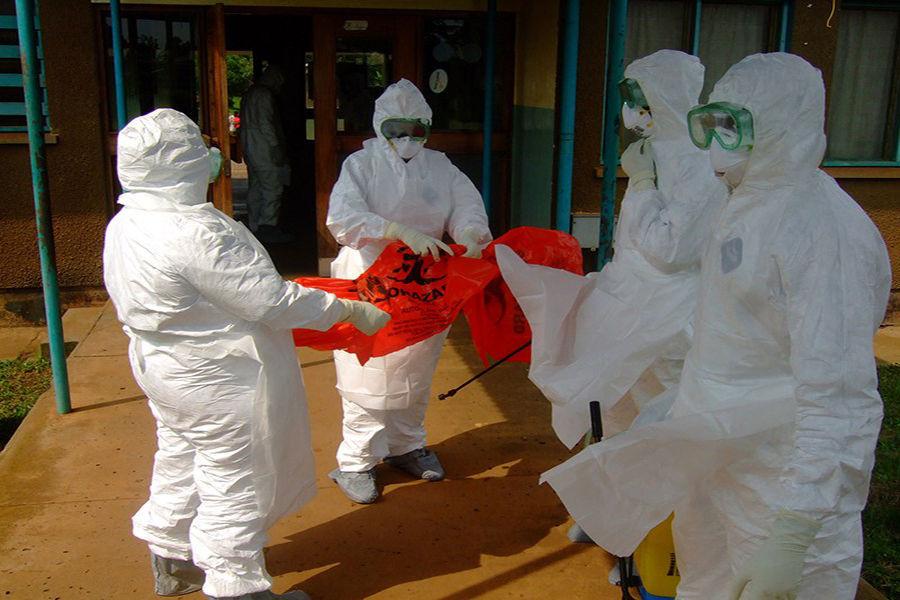 人群对埃博拉病毒普遍易感,无论其年龄和性别。高危人群包括埃博拉出血热病人、感染动物密切接触的人员如医务人员、检验人员、在埃博拉流行现场的工作人员等。