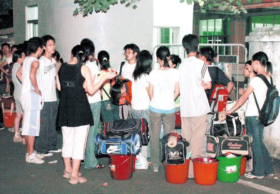 湖南学生东莞打暑期工超负荷劳动引关注(图)