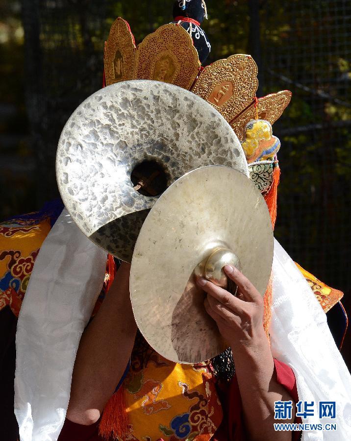 班禅举行火供宗教仪式 祈求祥和平安