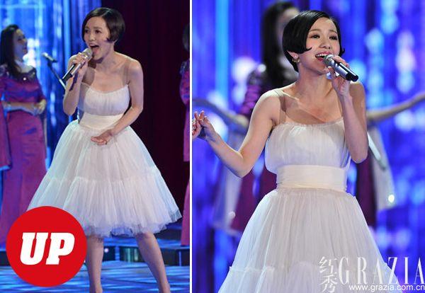 ...郭采洁唱的这首歌似乎不是走抒情清新路线的小情歌,和杨坤的... (27)