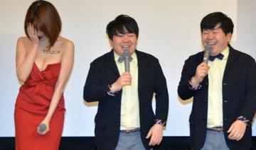 日本女星低胸遭双胞胎笑星调戏 为游戏曝性感写真