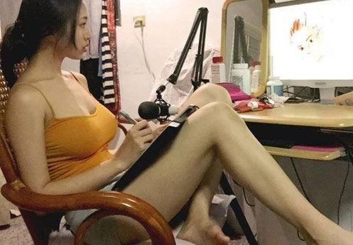 台湾最胸Showgirl晒火辣照片 有阴影有亮点