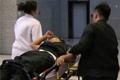 宋小宝录节目病倒急救现场 被担架抬进救护车