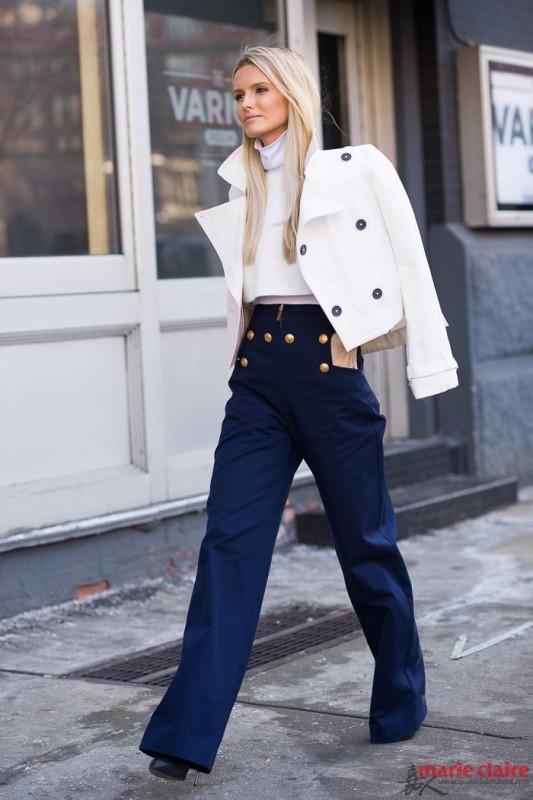 钟爱复古搭配的时装精们绝对不能错过的就是高腰阔腿裤.但想要穿