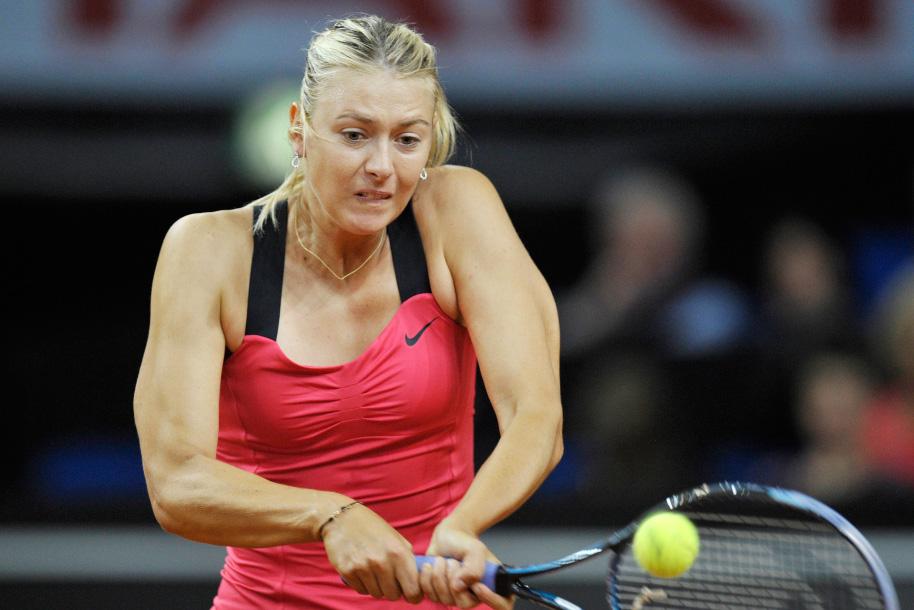 ...莎拉波娃在先胜一局的情况下,对手科内特因伤退赛,莎娃轻松晋...