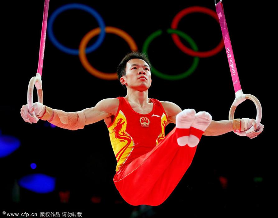 2012年7月30日,伦敦奥运会体操男团决赛,中国卫冕成功。图为郭伟阳在吊环比赛中。