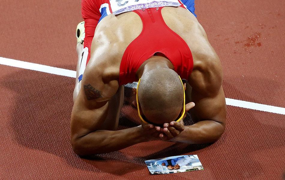 2012年8月7日,2012年伦敦奥运会男子400米栏决赛,多米尼加35岁老将、2004年雅典奥运会冠军桑切斯以47秒63摘得金牌,美国选手汀斯利以47秒81夺得亚军,波多黎各名将库尔森以48秒10获得一枚铜牌。
