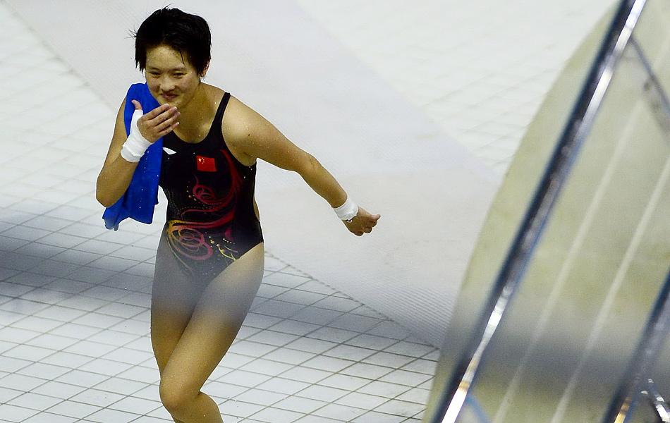2012年8月10日,2012年伦敦奥运会女子单人10米台决赛中,中国选手陈若琳优势明显夺冠,值得一提的是,这也是中国参加夏季奥运会以来第200金。另一位中国选手胡亚丹获得第9名。图为陈若琳奔跑庆祝。