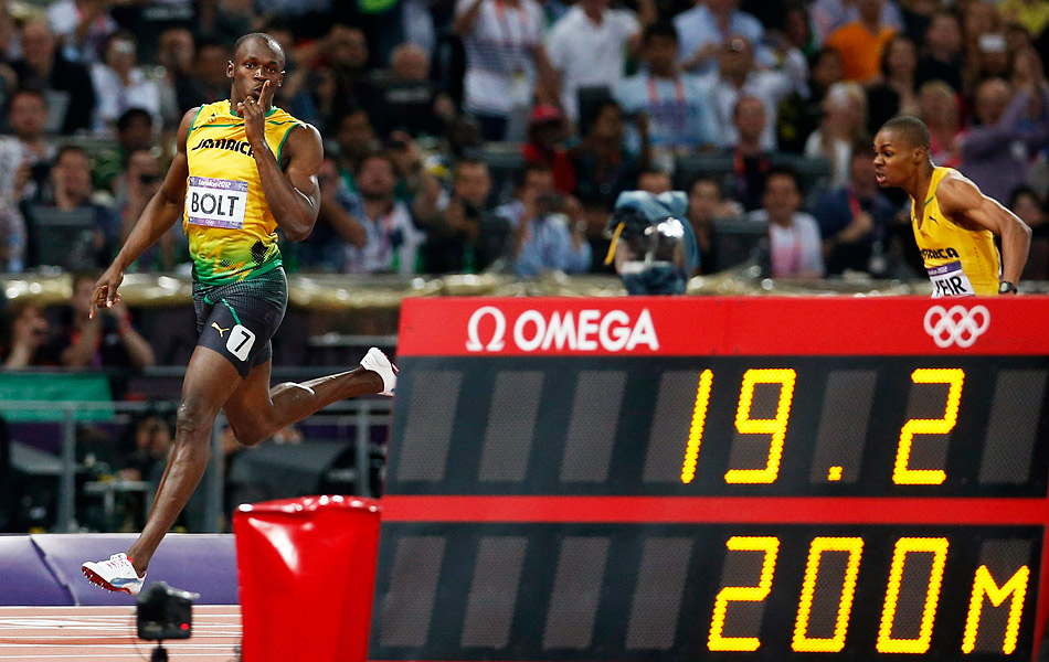 2012年8月10日,在2012年伦敦奥运田径男子200米决赛中,牙买加飞人博尔特以19秒32的成绩卫冕成功,成为历史上首位蝉联男子100米和200米双项奥运冠军的运动员。