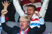 小贝陪伦敦市长观战5000米决赛