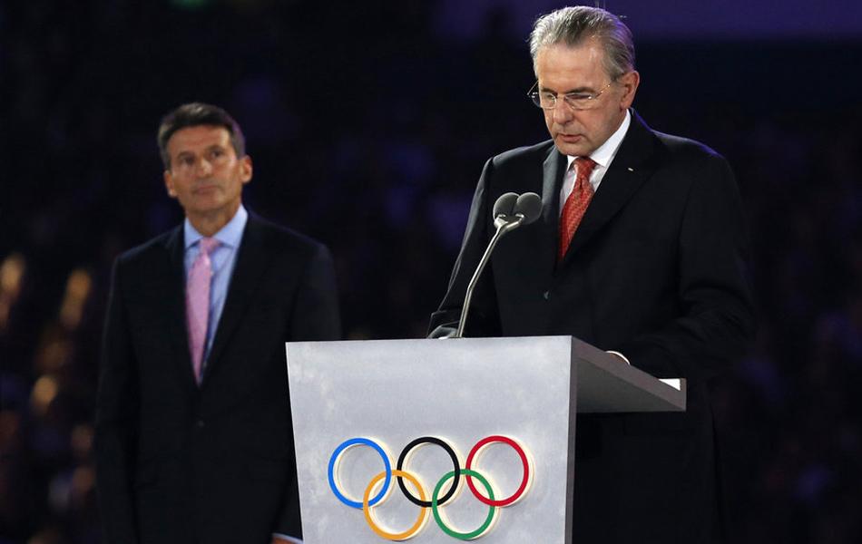 """2012年8月13日,以""""英国音乐交响曲""""为主题的闭幕式在""""伦敦碗""""举行。国际奥委会主席罗格在闭幕式上致辞时表示,伦敦奥运会是一届充满""""快乐和荣誉""""的奥运会。"""