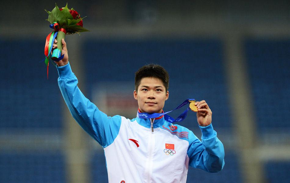 2013年10月8日,2013年第六届东亚运动会男子百米决赛中,上届东亚运男子百米冠军苏炳添与日本选手山县亮太以10秒31的成绩同时率先冲过终点,经过组委会确认苏炳添以千分之一秒的优势力压对手成功卫冕,并追平该项目赛会纪录。