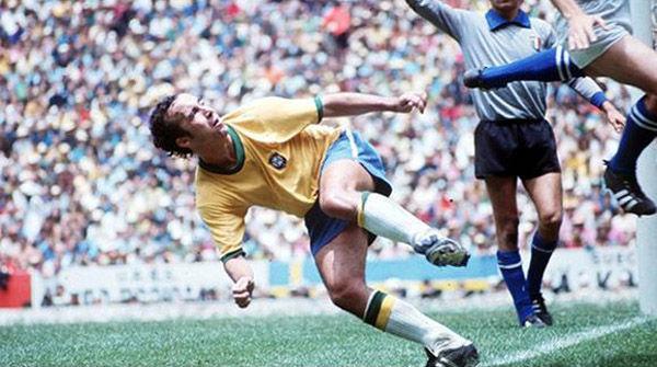 球.和许多其他巴西前锋一样,托斯塔奥是一名前场多面手:他不图片