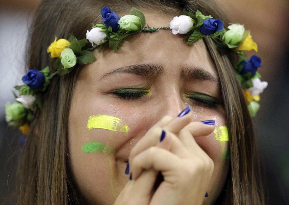 巴西球迷落泪。