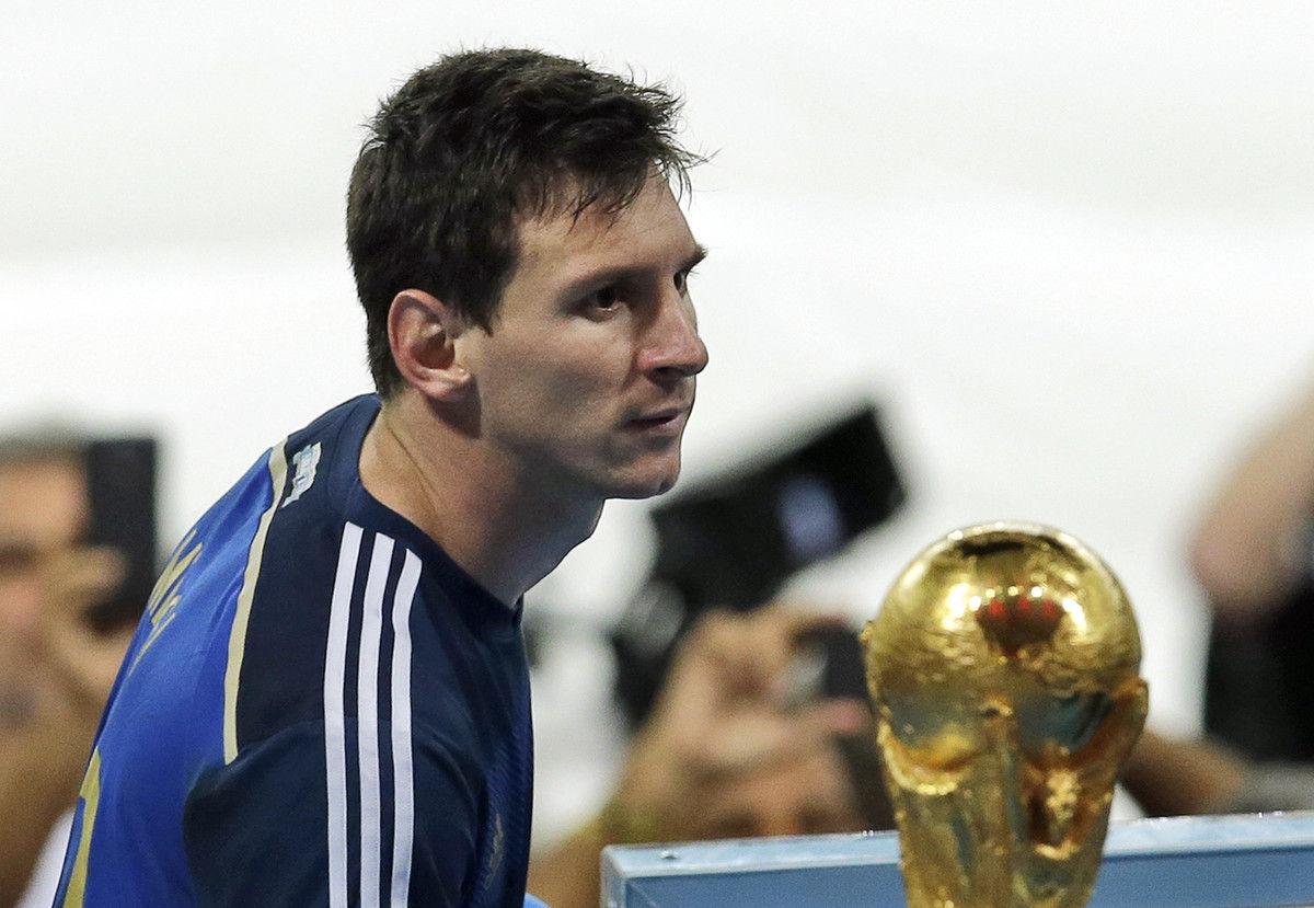 巴西世界杯决赛,阿根廷加时0-1德国,这是梅西的首场世界杯决赛。
