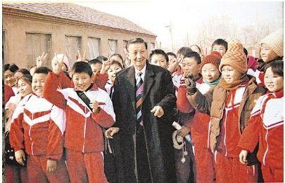 为圆儿时梦最牛港翁30年捐逾亿全国建115所学校