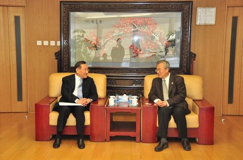中美交流基金会特别顾问曾庆忠先生到访我校