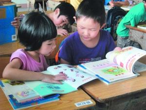 幼儿园 秋季招生/认真上课的孩子们。