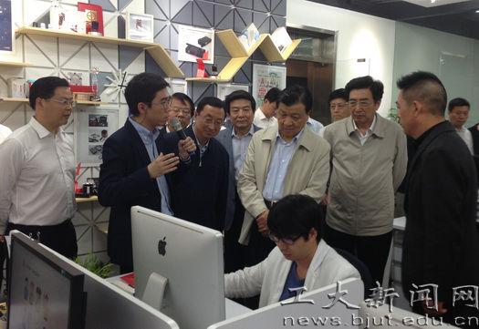 刘云山在北京工业设计创意产业基地调研 听取北工大教师汇报