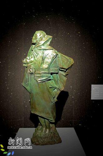 [快讯] 我校教师刘松雕塑作品《莲心》在国家大剧院展出