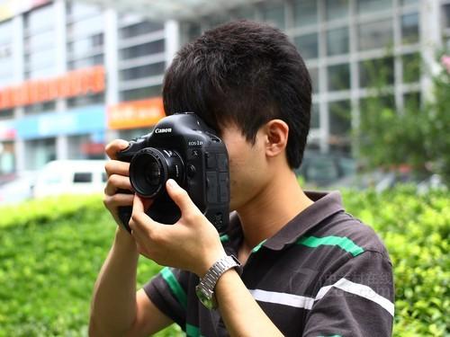 佳能eos-1dx就是一款专业的高速连拍单反相机.图片